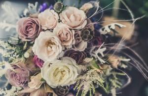 Prośba do gości. Zamiast kwiatów... (na zaproszeniu ślubnym)