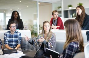 Jak zmienia się firmowy dress code?