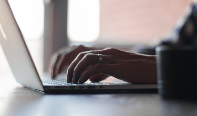 Jak przygotować teksty na firmową stronę internetową?